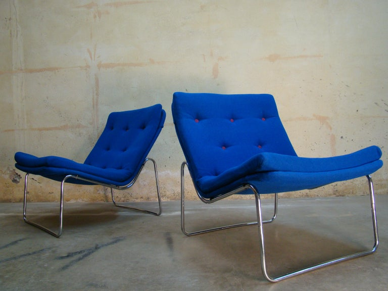 1960s Danish Pair of Tubular Chrome Lounge Chairs in Primary Blue Wool For Sale 6