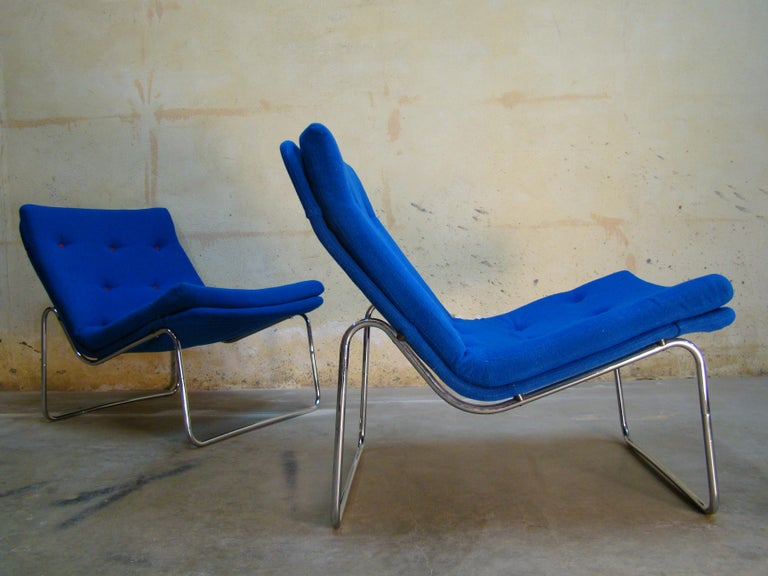Mid-Century Modern 1960s Danish Pair of Tubular Chrome Lounge Chairs in Primary Blue Wool For Sale