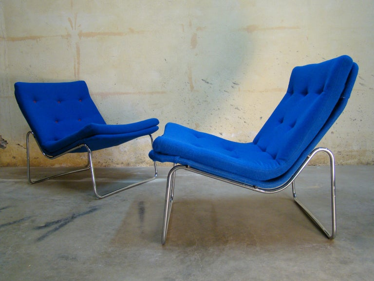 1960s Danish Pair of Tubular Chrome Lounge Chairs in Primary Blue Wool In Good Condition For Sale In Denver, CO