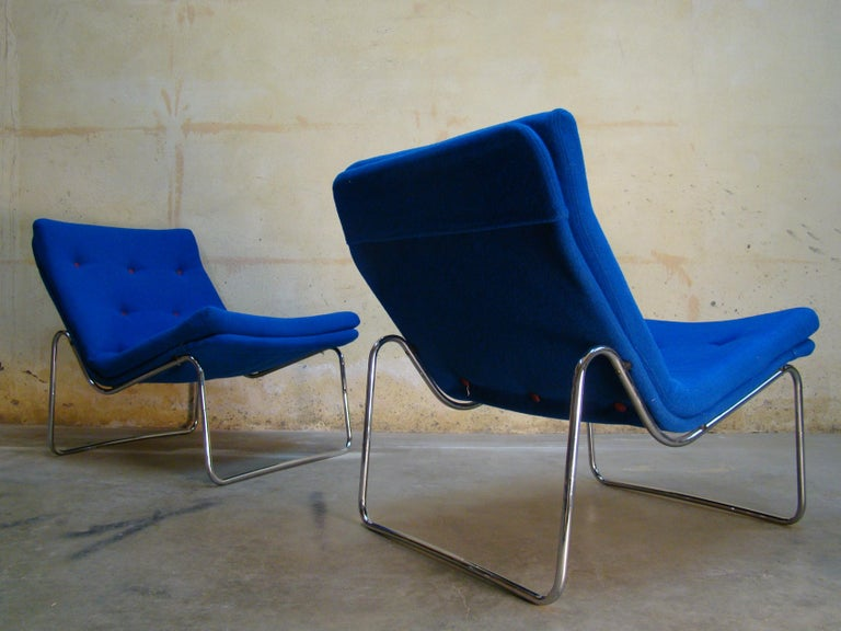 1960s Danish Pair of Tubular Chrome Lounge Chairs in Primary Blue Wool For Sale 1