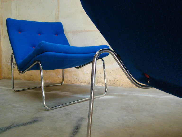 1960s Danish Pair of Tubular Chrome Lounge Chairs in Primary Blue Wool For Sale 2