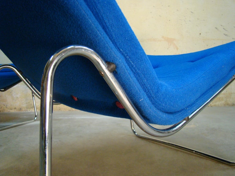 1960s Danish Pair of Tubular Chrome Lounge Chairs in Primary Blue Wool For Sale 3