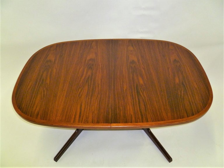 1960s Danish Rosewood Dining Table by Gudme Møbelfabrik In Good Condition For Sale In Miami, FL