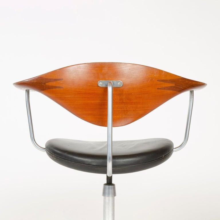 1960s Danish Swiveling Desk Chair by Hans J. Wegner for Johannes Hansen In Good Condition For Sale In Sagaponack, NY