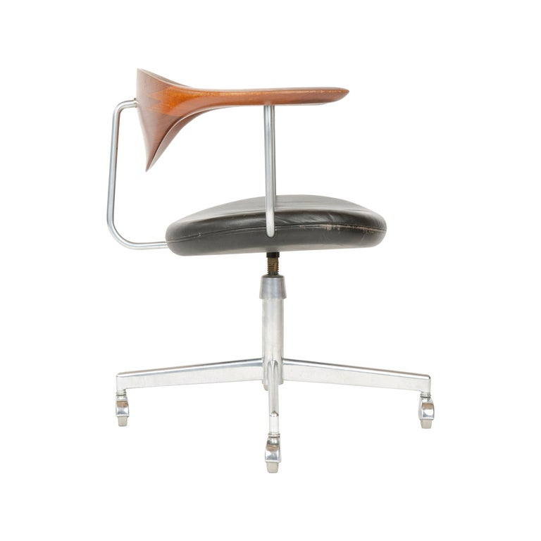 1960s Danish Swiveling Desk Chair by Hans J. Wegner for Johannes Hansen For Sale