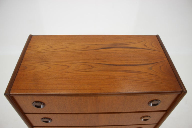 1960s Danish Teak Chest of Drawers In Good Condition For Sale In Praha, CZ