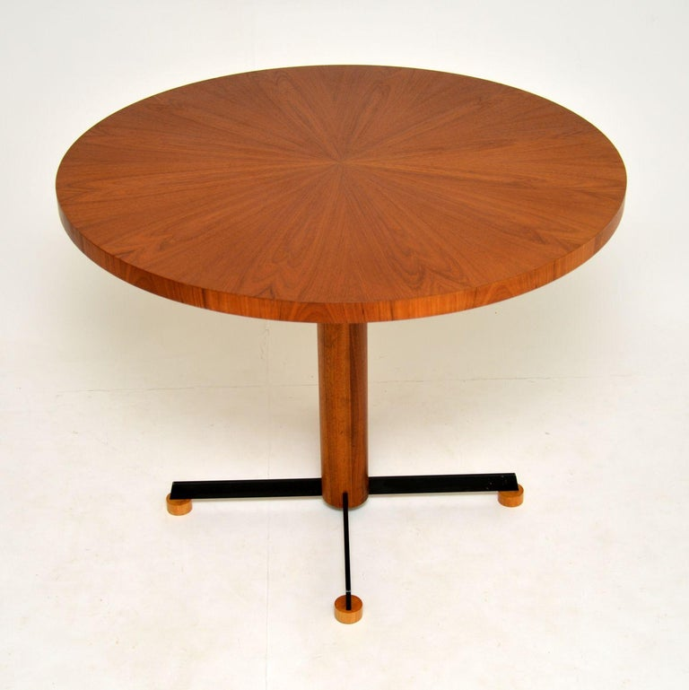 A stylish and top quality vintage teak circular dining table. This was made in Denmark, it dates from circa 1960s-1970s.  The teak top is veneered in a gorgeous sunburst pattern, this sits on a teak column base, with black metal splayed legs