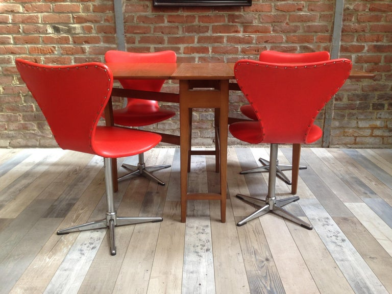 1960s Design Orange and Swivel Set of 4 Chairs For Sale 4