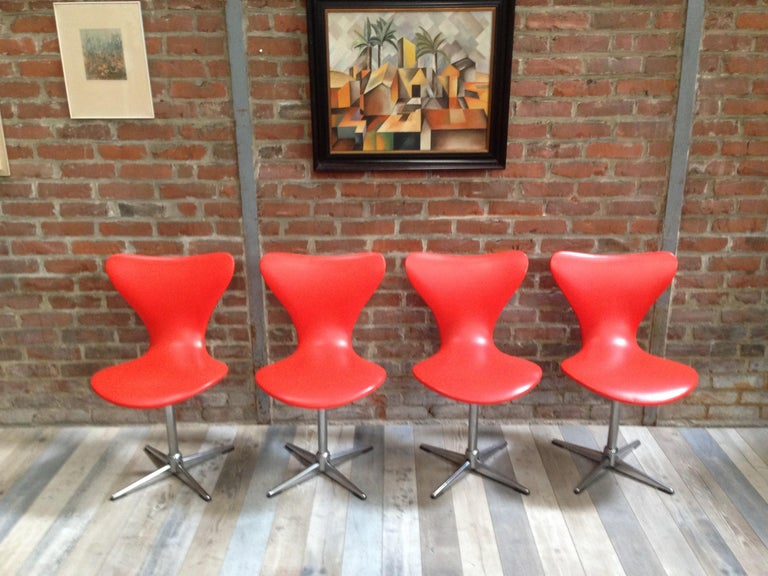 Mid-Century Modern 1960s Design Orange and Swivel Set of 4 Chairs For Sale