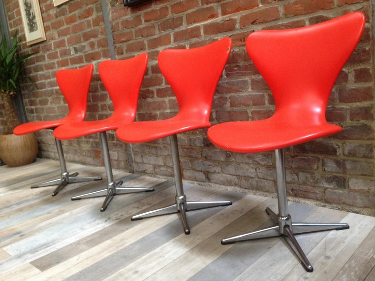 European 1960s Design Orange and Swivel Set of 4 Chairs For Sale