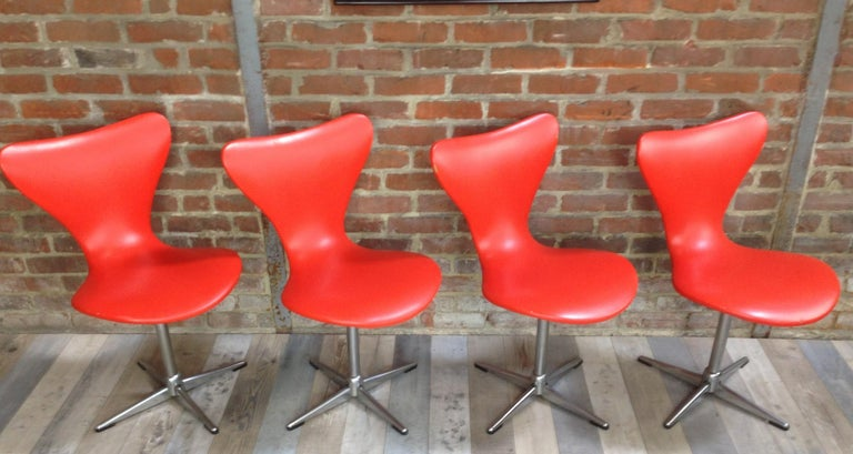 1960s Design Orange and Swivel Set of 4 Chairs In Good Condition For Sale In TOURCOING, FR