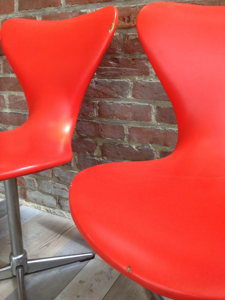 1960s Design Orange and Swivel Set of 4 Chairs For Sale 1