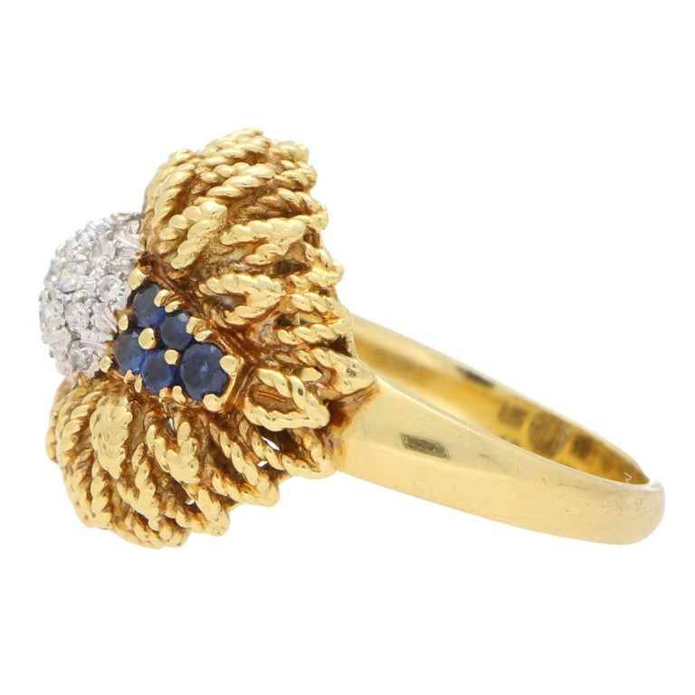 1960s Diamond and Sapphire Floral Cocktail Bombe Ring Set in 18 Karat Gold In Good Condition For Sale In London, GB