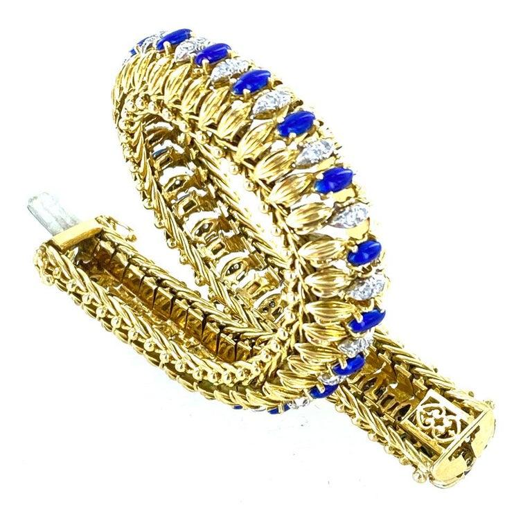 1960s Diamond Blue Enamel Flexible 18 Karat Yellow Gold Bracelet In Excellent Condition For Sale In Boca Raton, FL