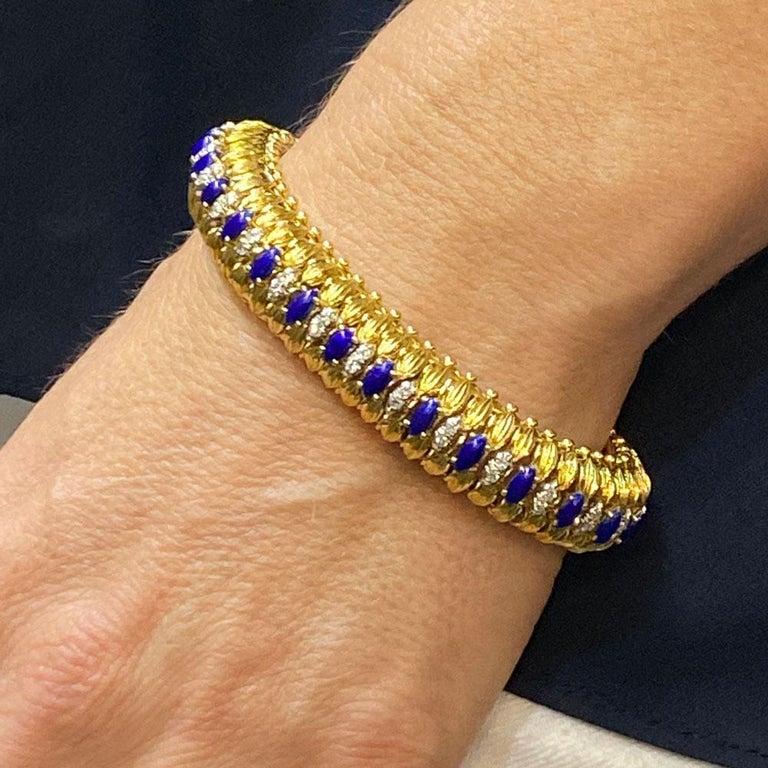 1960s Diamond Blue Enamel Flexible 18 Karat Yellow Gold Bracelet For Sale 1