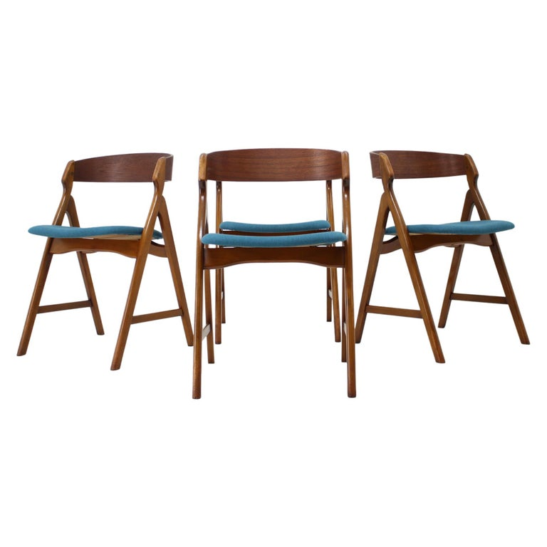 Set of 1960s Dining Chairs by Henning Kjaernulf for Boltinge Støle Møbelfabrik For Sale