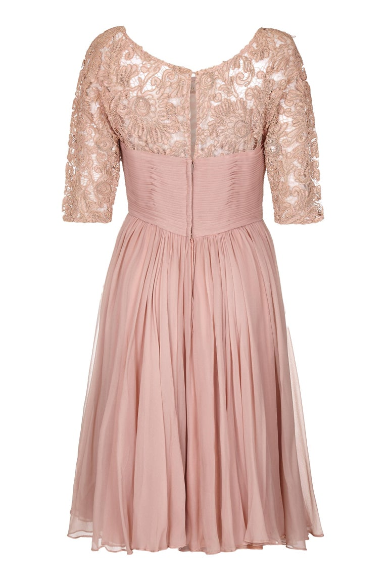 This charming 1950s Edward Abbott corded lace and silk chiffon dress in dusky pink is in excellent vintage condition and has beautiful construction. It features a fitted lace bodice with 3/4 length sleeves and double layer silk chiffon skirt with a