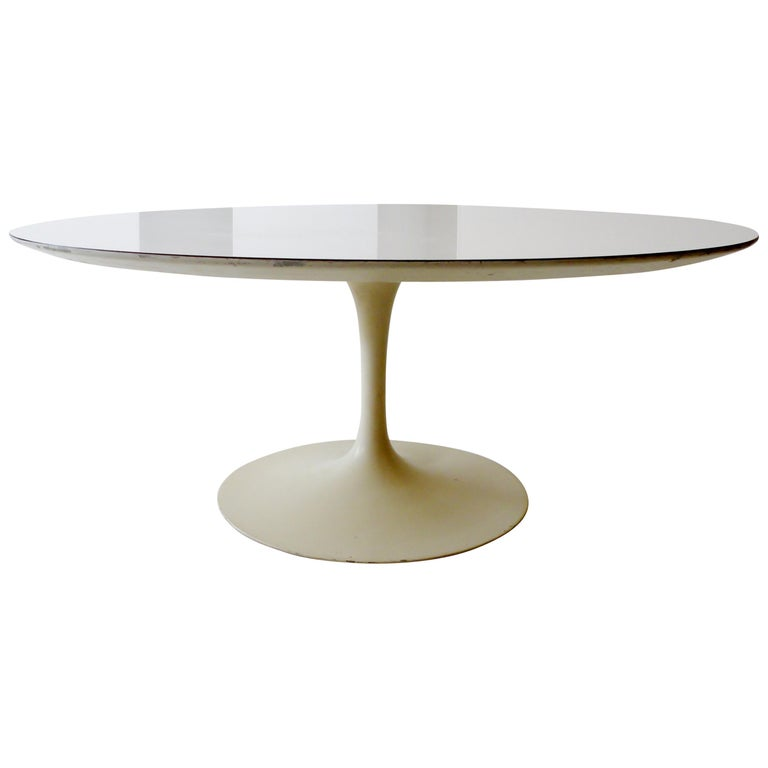 1960s Eero Saarinen for Knoll Assoc Round Coffee Cocktail Table For Sale