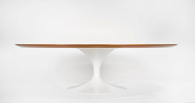 Early 1960s Saarinen coffee table manufactured by Knoll. Beautiful walnut top with satin lacquered base in antique white.