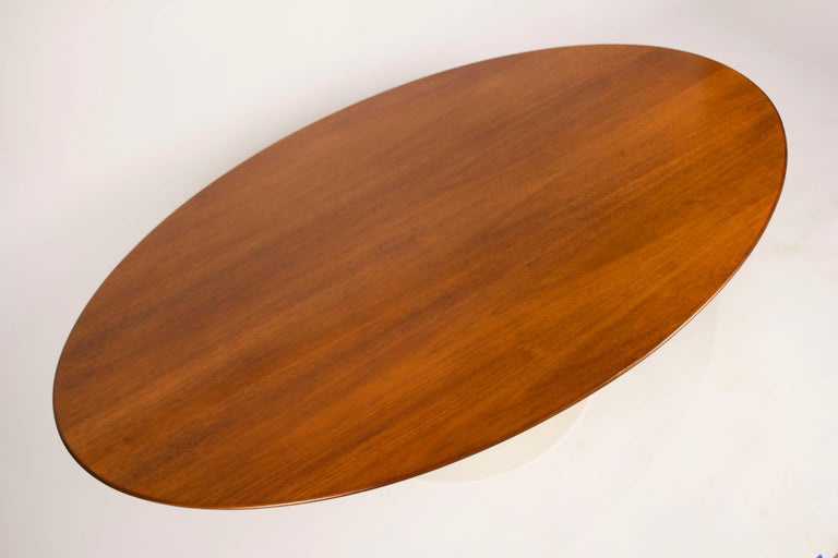 Mid-Century Modern 1960s Eero Saarinen Oval Walnut Coffee Table for Knoll For Sale