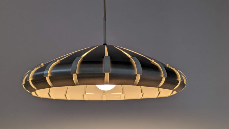 Louvered anodized aluminium pendant.  Contain one E26 size socket rated at 60 watt.   Come with 5 foot cord and canopy.