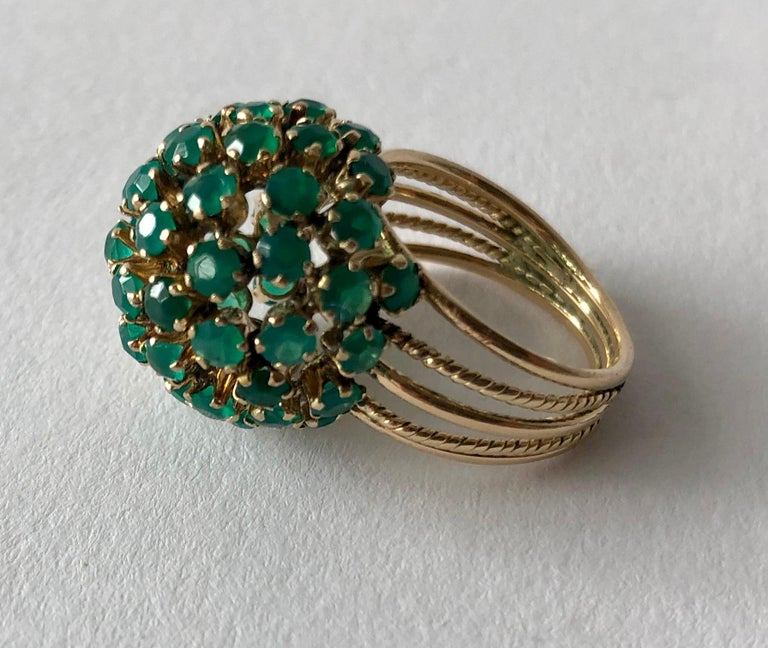 1960s Emerald Gold Starburst Ball Cocktail Ring In Good Condition For Sale In Los Angeles, CA