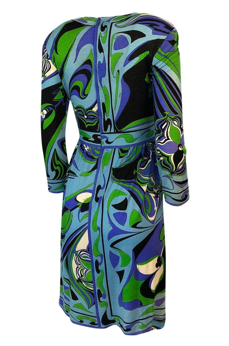 This beautiful Emilio Pucci dress is made out of a luxurious mix of cashmere, silk and wool. This mix makes for an incredibly fine, soft fabrication that holds the color exceptionally well and feels wonderful on the body. Covering every square inch