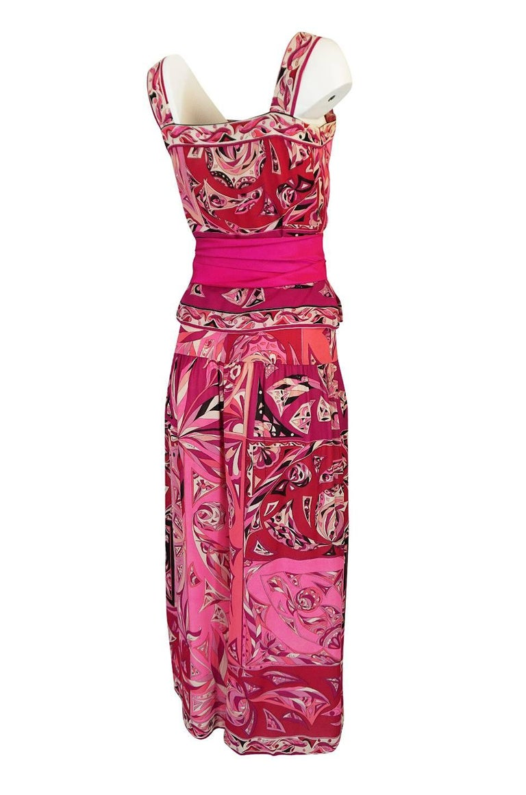 The print on this top and pant set is classic Pucci and I love the mix of pinks that are used to make up that print. The top and pant are both made from a beautiful and light silk and both pieces are lined in a pale pink silk chiffon. Even lined the