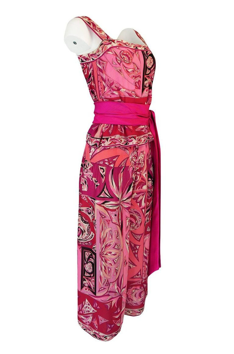 1960s Emilio Pucci Printed Pink Top, Sash & Cropped Pant Set In Excellent Condition For Sale In Toronto, ON