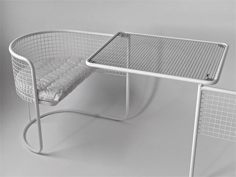 Mid-Century Modern 1960s EMU Pivoting Wire Chair Under Table System, Italy For Sale