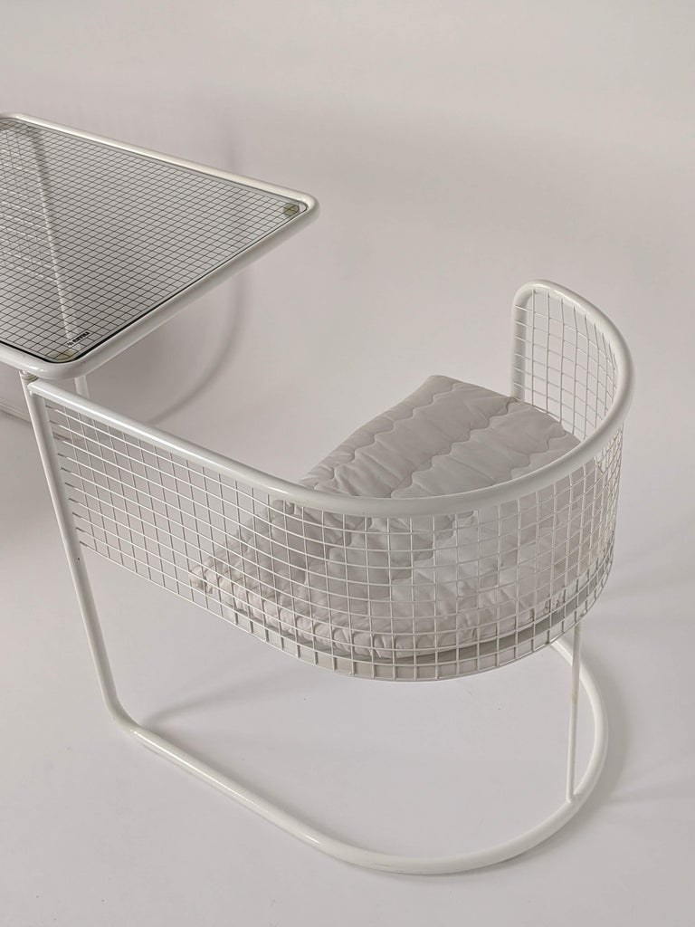 Powder-Coated 1960s EMU Pivoting Wire Chair Under Table System, Italy For Sale