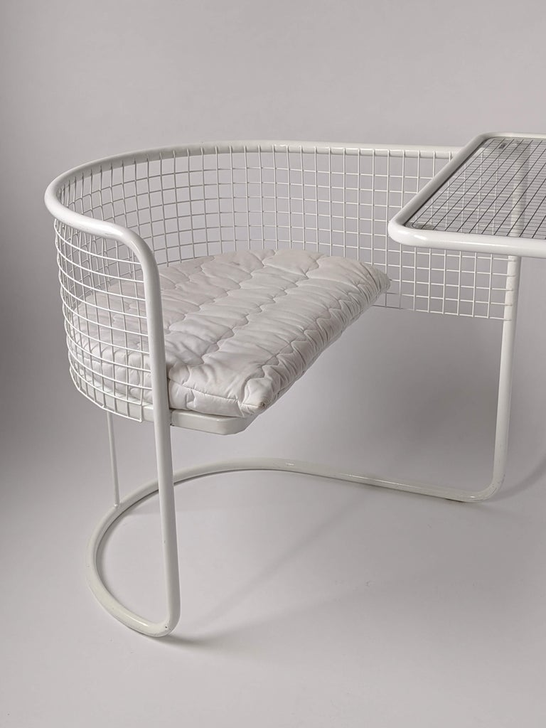 1960s EMU Pivoting Wire Chair Under Table System, Italy In Good Condition For Sale In St- Leonard, Quebec