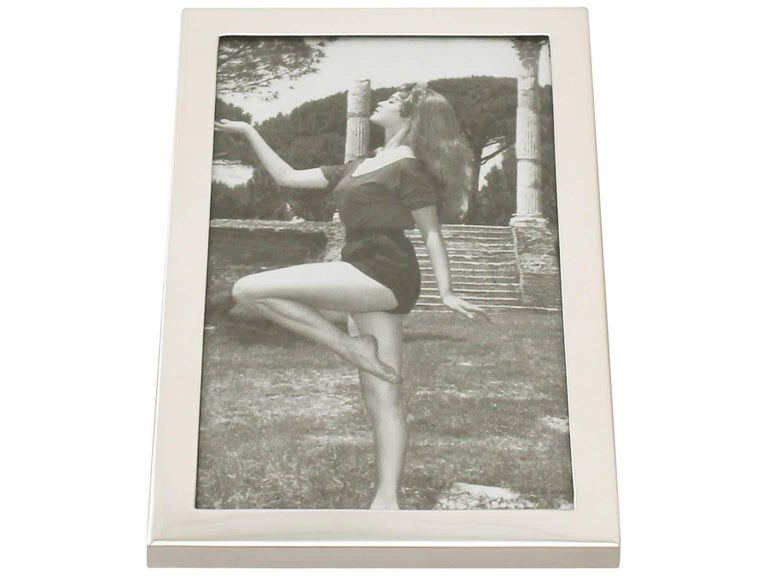 1960s English Sterling Silver Photograph Frame For Sale 1