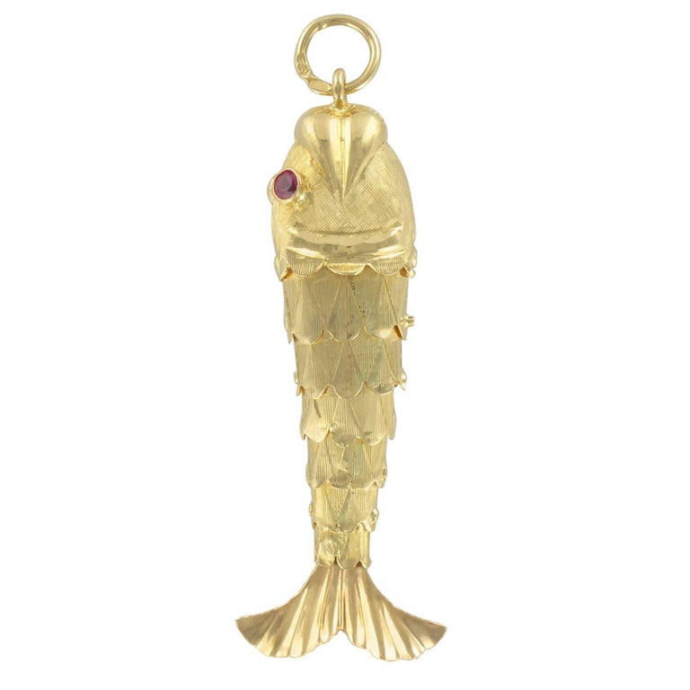 1960s Fish Articulated 18 Karats Gold Pendant Charm