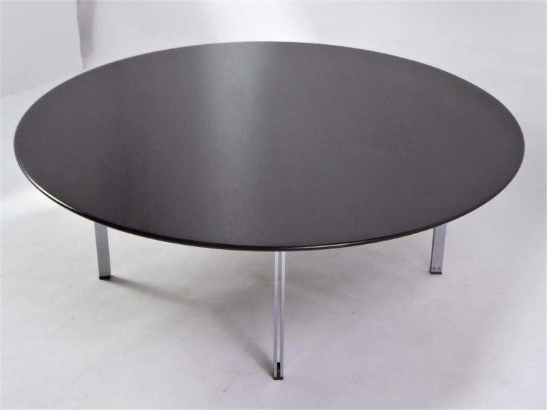 Florence Knoll designed this modern mid century rarely seen circular coffee table for Knoll, part of the Parallel Bar Series, produced from 1955-1968, model 404 . It has an ebonized walnut top with an knife edge, an inward sloped chamfered edge