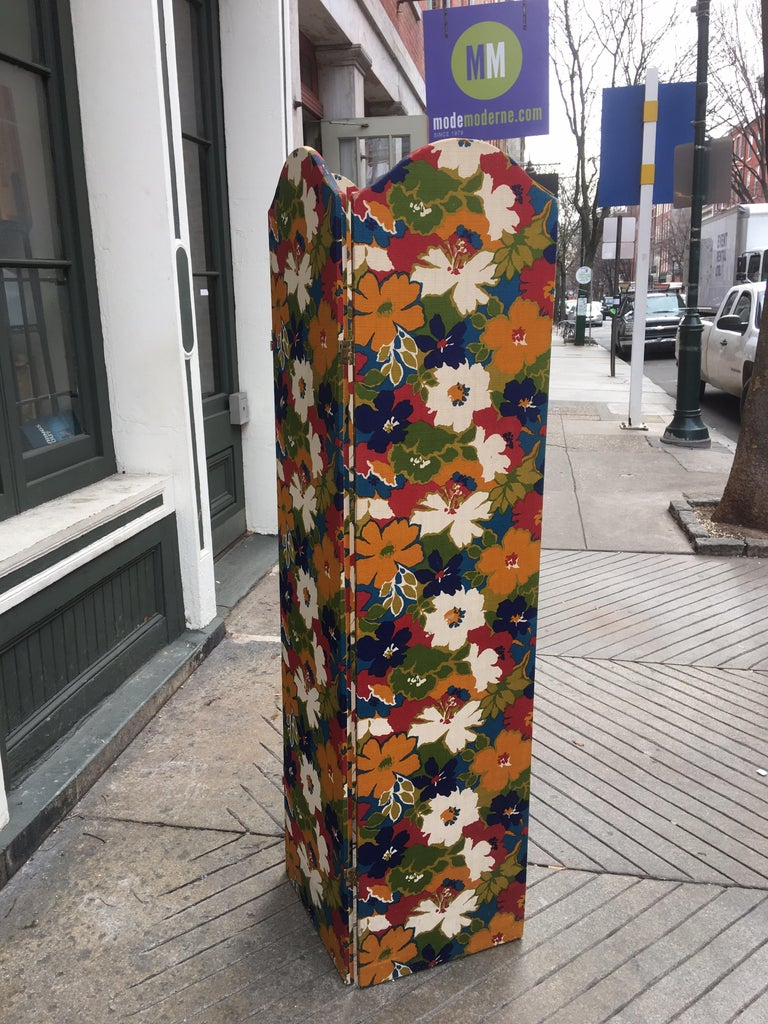 1960s Flower Fabric 3-Panel Screen In Good Condition For Sale In Philadelphia, PA