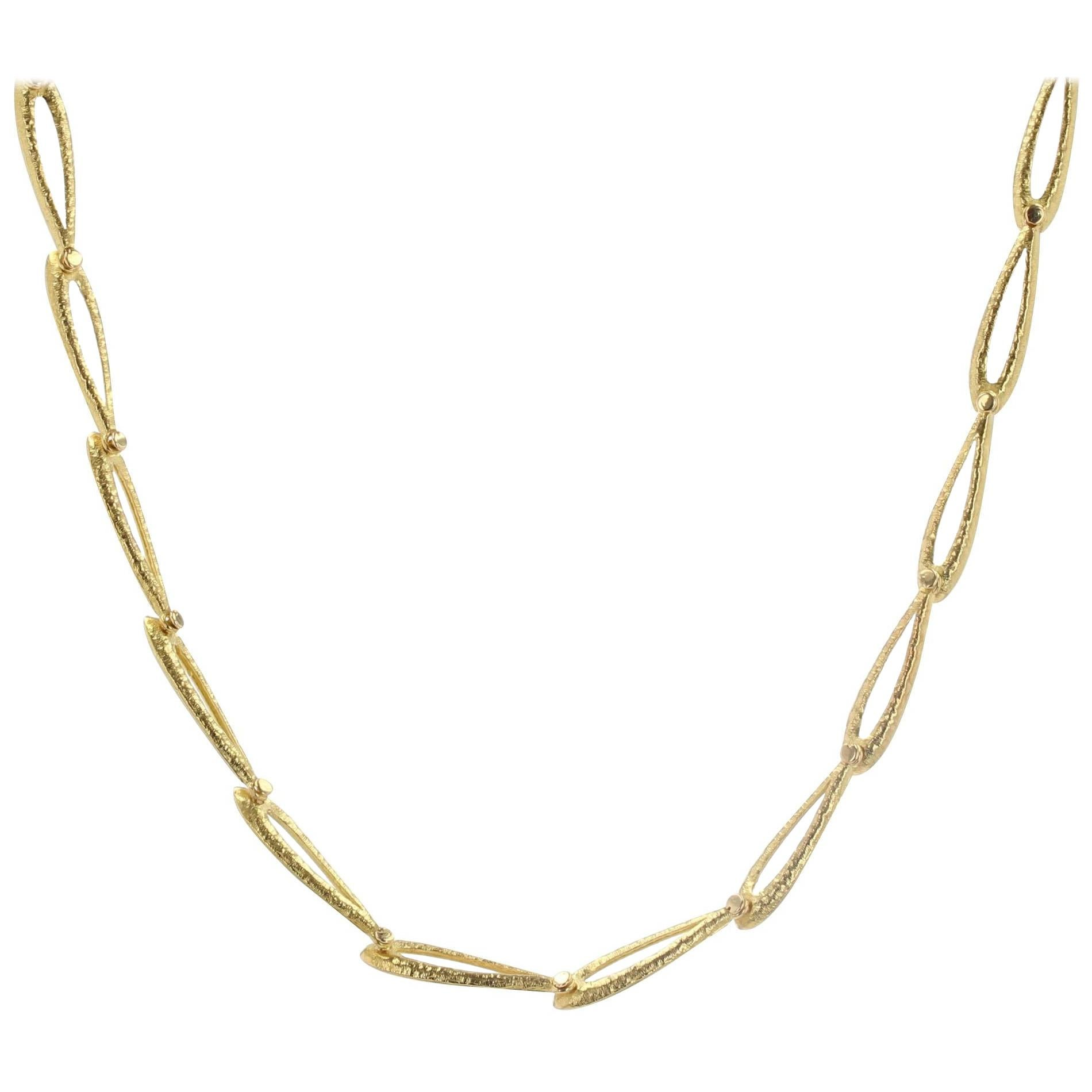 1960s French 18 Karat Yellow Gold Oatmeal Mesh Necklace