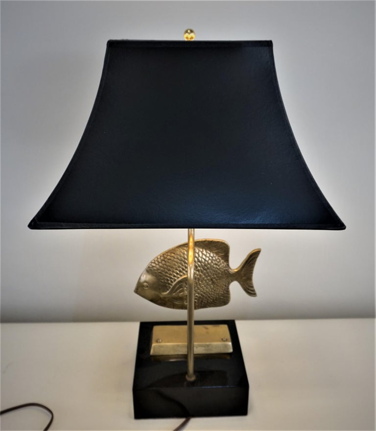 Mid-20th Century 1960s French Bronze Fish Table Lamp For Sale