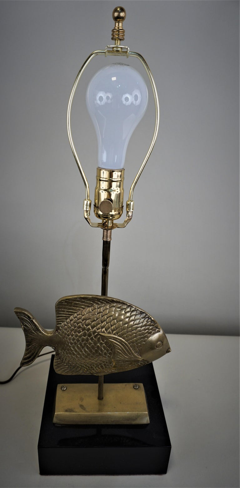 1960s French Bronze Fish Table Lamp For Sale 4