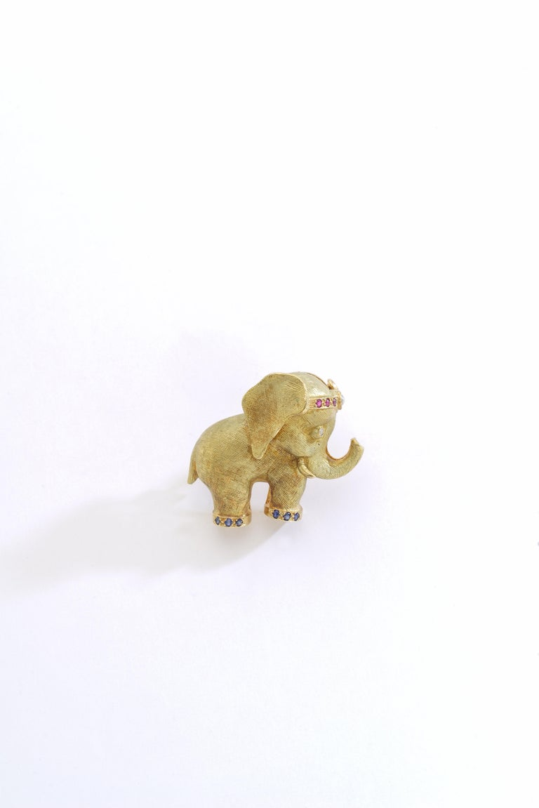 Aesthetic Movement 1960s French Diamond Ruby Yellow Gold 18 Karat Elephant Brooch Clip For Sale