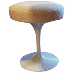 1960s French Eero Saarinen Stools '6' for Knoll and White Tulip Base