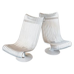 1960s French Pair of Swivel Outdoor Lounge Chairs in White Steel