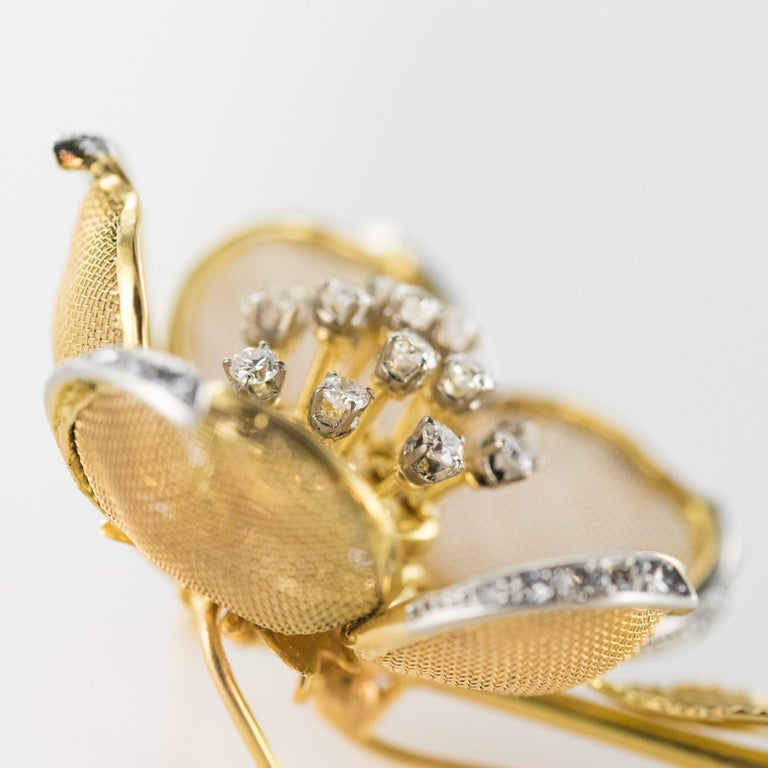 1960s French Retro Rose Shape Articulated Diamond Yellow Gold Brooch For Sale 1