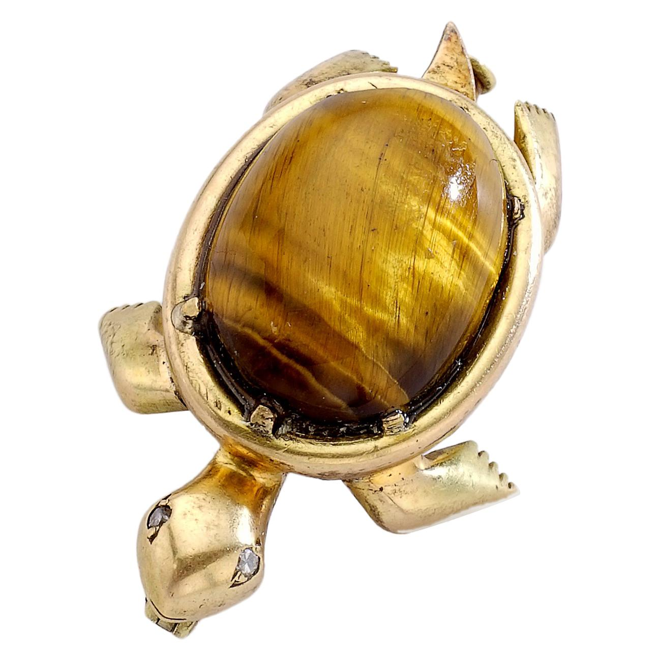 1960s French Tiger's Eye Cabochon on Yellow Gold 18 Karat Turtle Brooch Clip