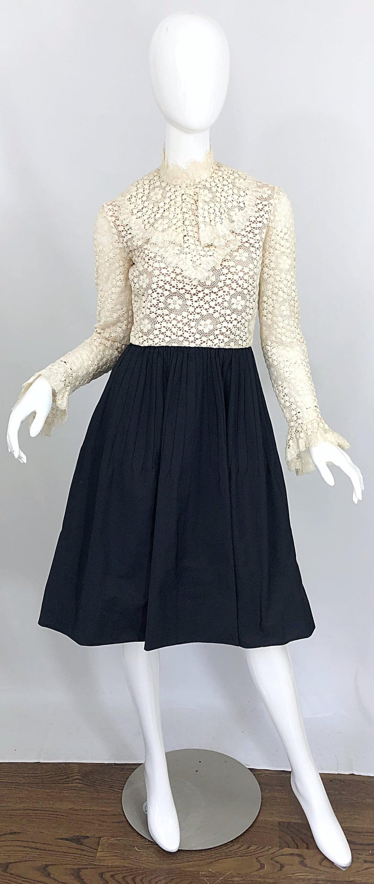 1960s Geoffrey Beene Ivory Crochet and Black Silk Taffeta Vintage 60s Dress In Excellent Condition For Sale In Chicago, IL