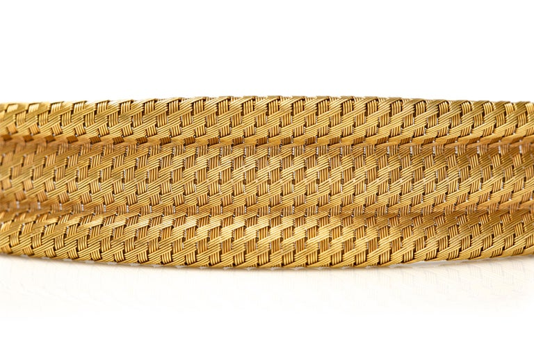 1960s Gold Cuff Bracelet In Good Condition For Sale In New York, NY