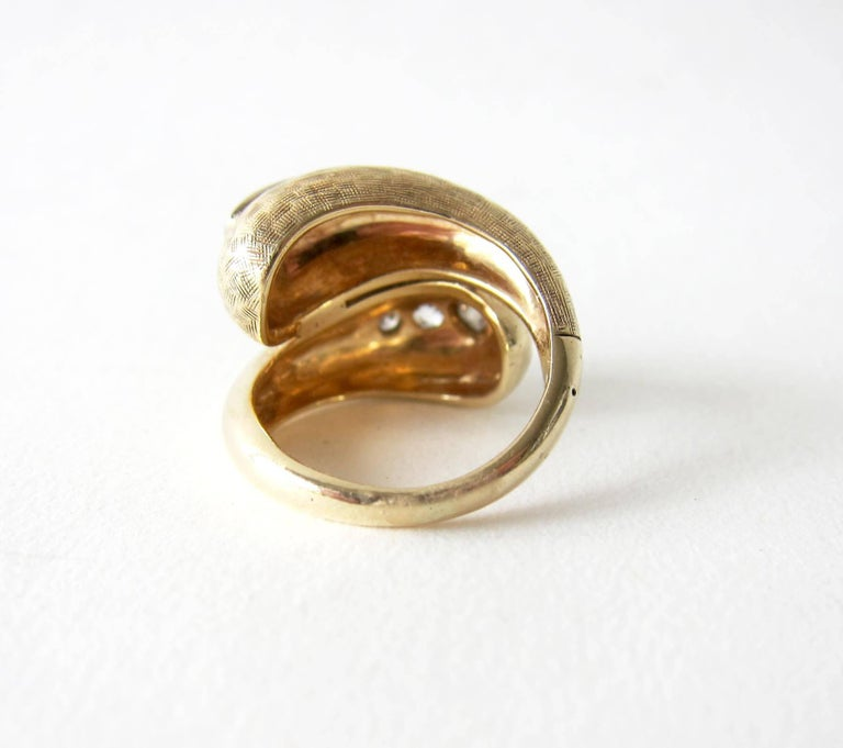 1960s Gold Diamond Bypass Cocktail Ring In Good Condition For Sale In Los Angeles, CA