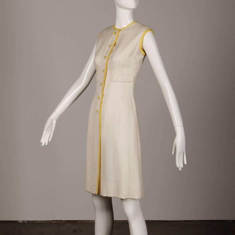 Women's 1960s Harvey Berin by Karen Stark Vintage Yellow + White Linen Sheath Dress For Sale