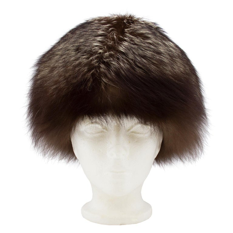 Classic brown ad grey raccoon fur hat from the 1960s. Made by Canadian department store and furrier Holt Renfrew. Excellent vintage condition. Average size fit.