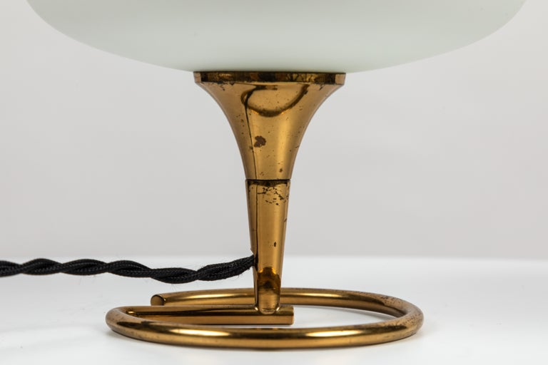 1960s Italian Brass and Glass Table Lamp Attributed to Stilnovo For Sale 5